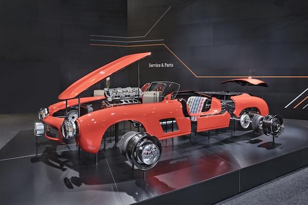 """メルセデス・ベンツ、1950年代の「300 SL」""""ガルウイング""""修復用に新品ボディ・パネルを提供開始"""