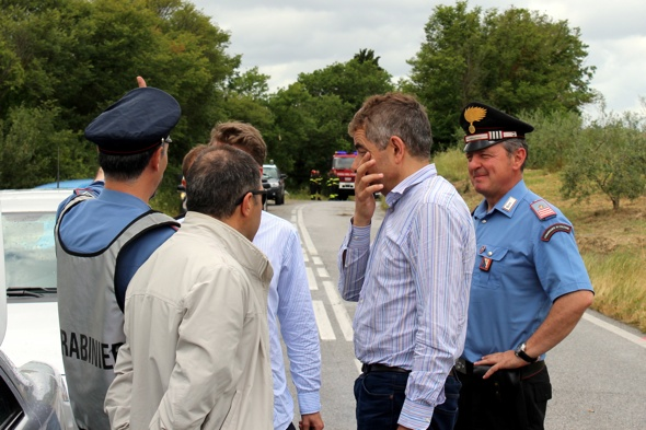 Rowan Atkinson helps man in car crash in Tuscany, Italy