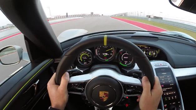 【ビデオ】ポルシェのワークスドライバーの運転技術を堪能!