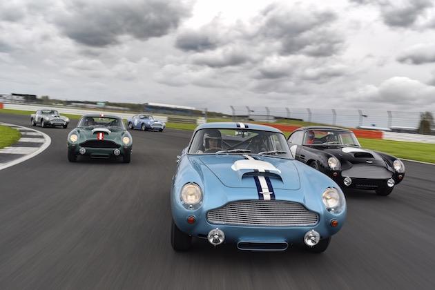 アストンマーティン、「DB4 GT」の復刻生産車を購入したオーナーのためにシルバーストーンで走行会を開催!