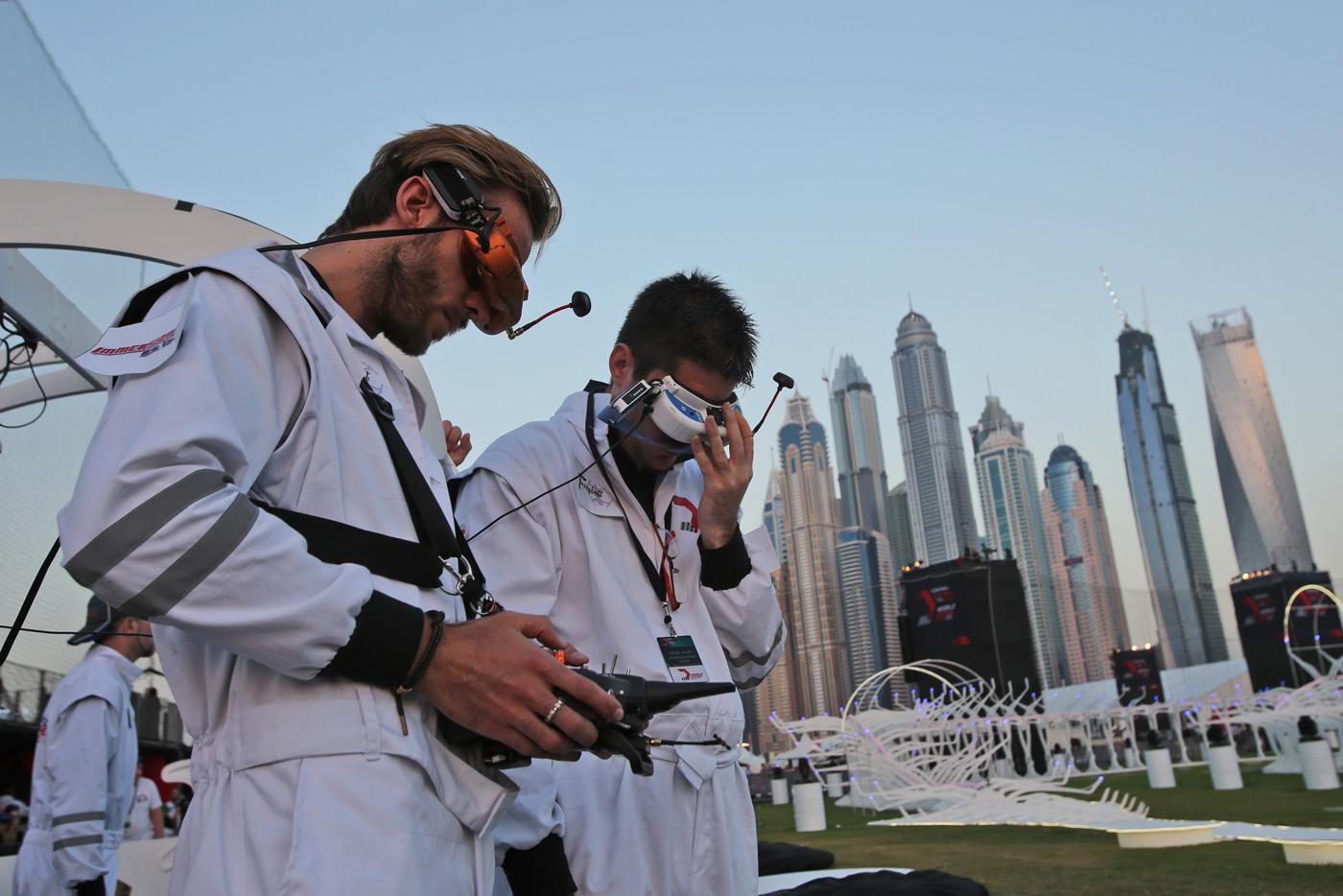 杜拜將推世界機器人運動大賽,項目包括游泳、跑步、摔角與賽車