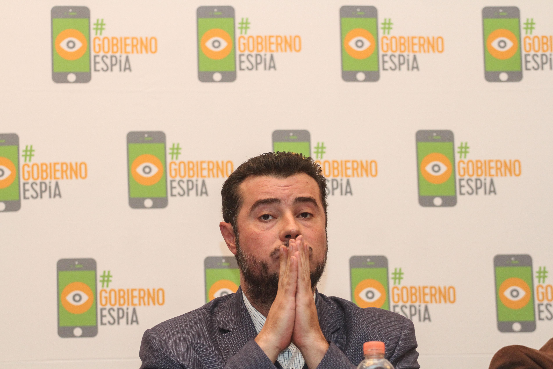 Periodistas y defensores de derechos humanos, entre ellos Mario Patrón, director del Centro Prodh, denunciaron...