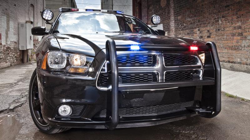 パトカーの車内で熟睡する警察官が、地元住民に激写される! 米国インディアナ州