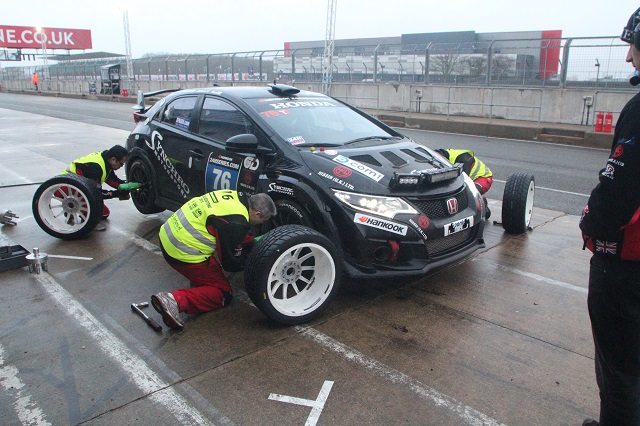 24 Hour racing: The ultimate mechanic's challenge