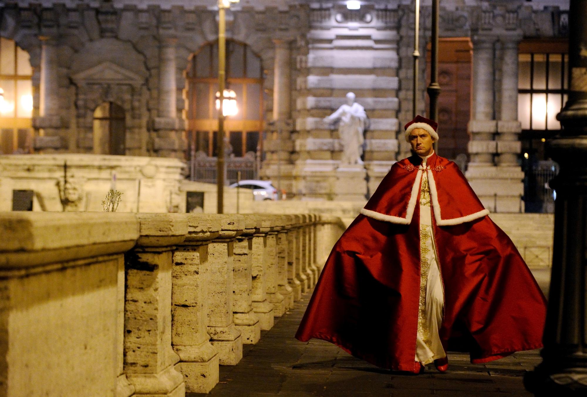 """Set della serie TV """"The Young Pope"""" di Paolo Sorrentino. Nella foto Jude Law. Foto di Gianni..."""