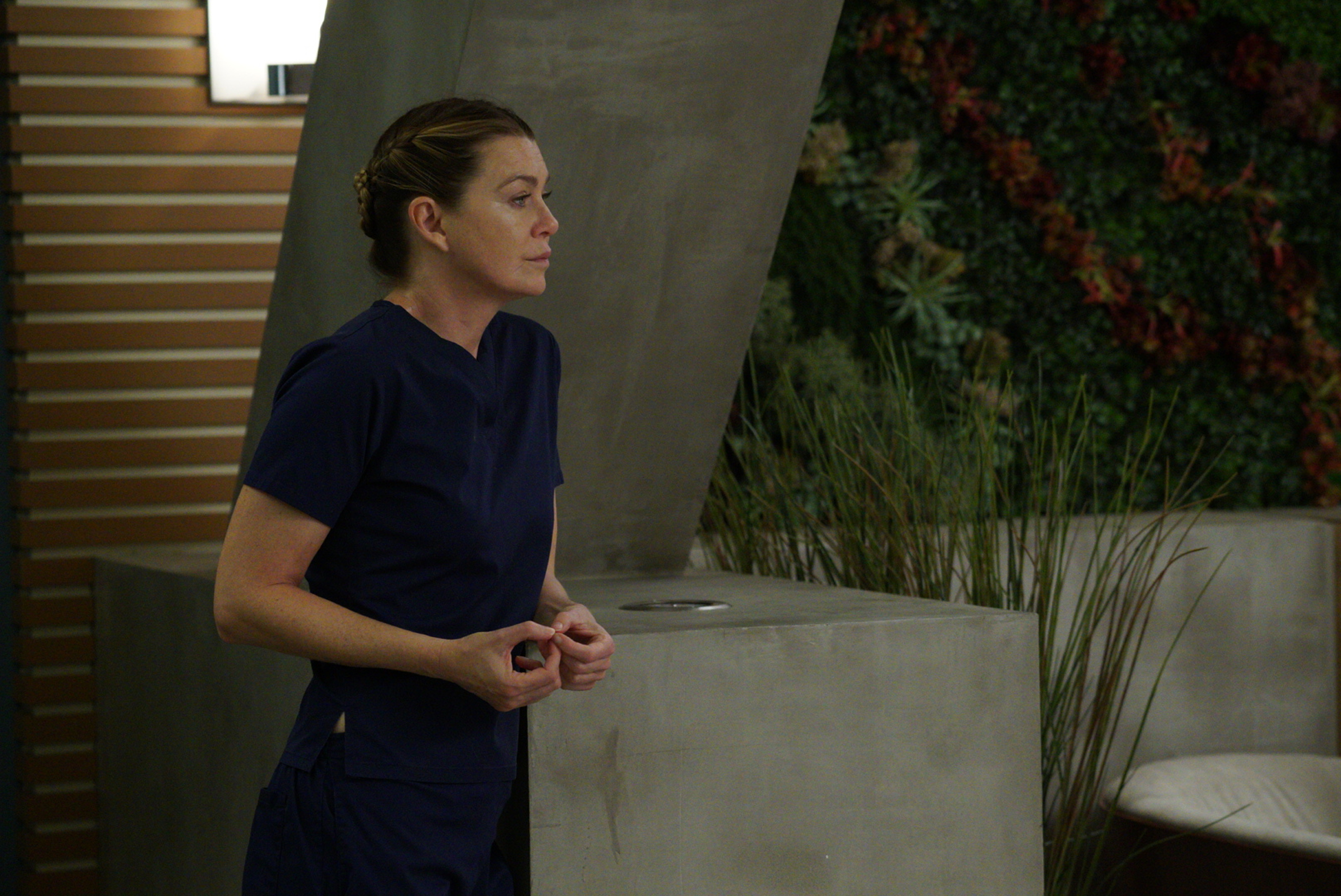 """GREY'S ANATOMY - """"Four Seasons in One Day"""" - Jo finally faces her estranged, abusive husband Paul Stadler, while Grey Sloan continues to work with the FBI after a hacker has compromised the hospital's computer system, on the midseason return of """"Grey's Anatomy,"""" THURSDAY, JAN. 18 (8:00-9:00 p.m. EST), on The ABC Television Network. (ABC/Richard Cartwright)ELLEN POMPEO"""