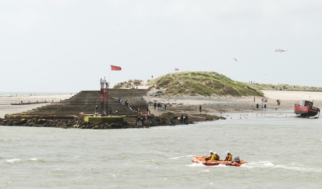 Body of missing teenager washes up on beach