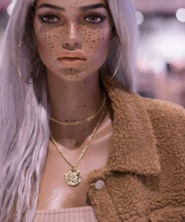Mannequins With Stretch Marks, Freckles And Vitiligo By U.K. Fashion