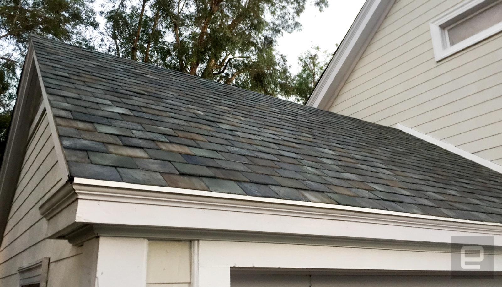 Tesla 終於開始生產太陽能屋頂瓦片