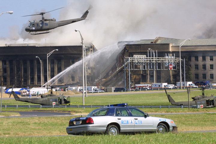 Pocos minutos después de que el vuelo 77 se estrella contra el Pentágono, la Casa Blanca y el Capitolio...
