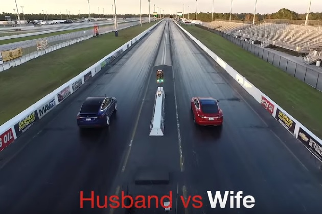 【ビデオ】夫のテスラ「モデルS」と妻の「モデルX」どっちが速い? 夫婦一緒に初めてのドラッグレース対決!