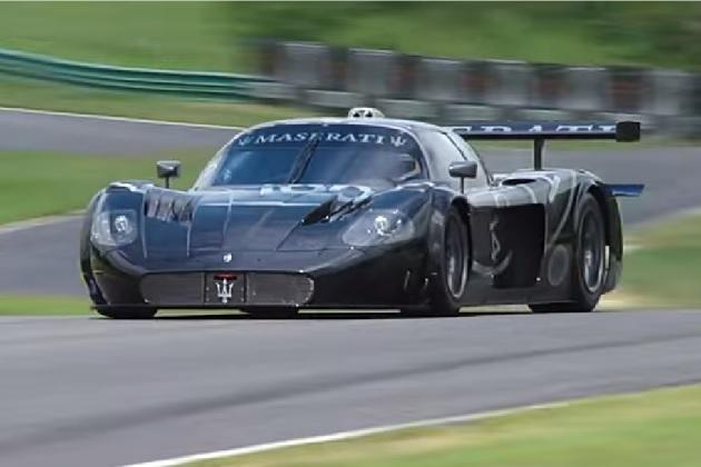 【ビデオ】マセラティの100周年を記念した「MC12 GT1」の特別モデルがサーキットを疾走!
