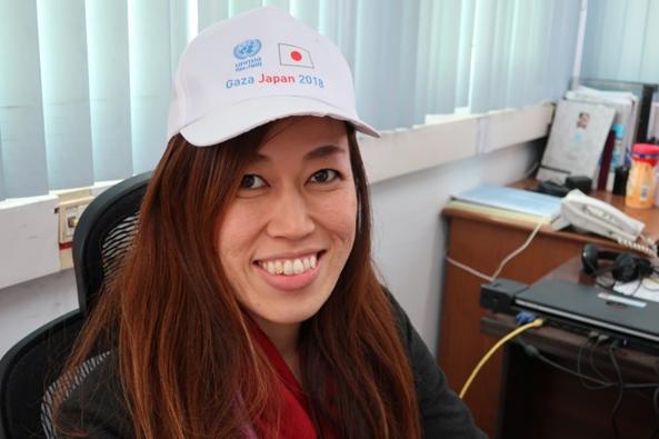 吉田美紀UNRWA渉外・プロジェクト支援担当官。「Gaza Japan 2018」と記された今年の凧揚げ用の帽子をかぶって