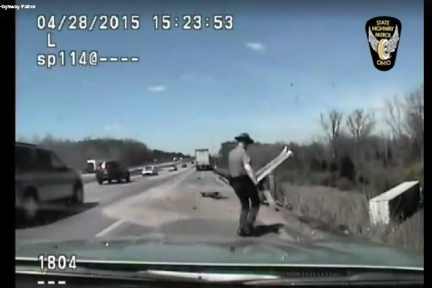 【ビデオ】車載カメラがとらえた、州警察官による必死の人命救助