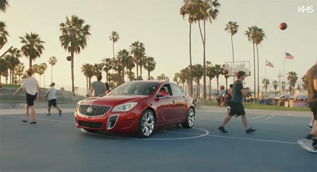 【ビデオ】バスケットボールとビュイック車を使って軽快な音楽ビデオを作る!