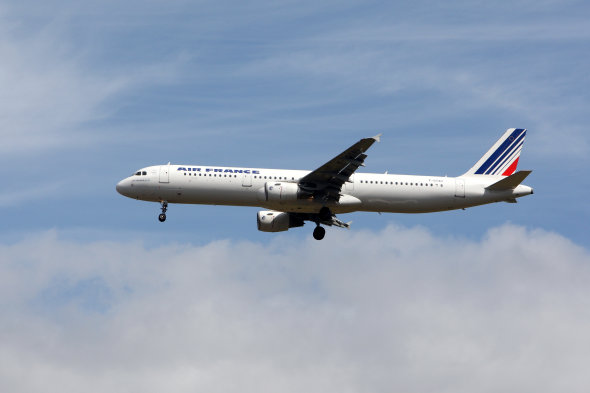 Plane makes emergency landing at Birmingham Airport after windscreen cracks
