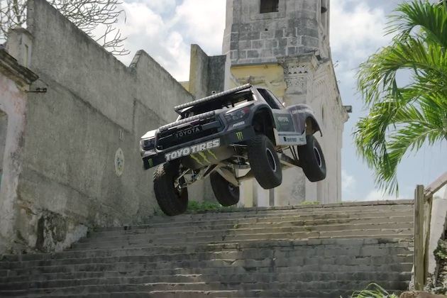 【ビデオ】トヨタ「タンドラ」に乗ったBJ・バルドウィンがキューバの街で跳びまくる!