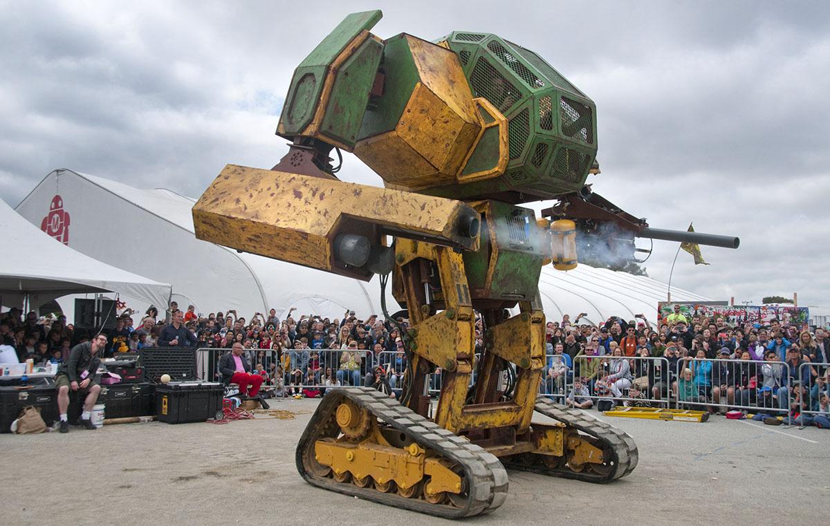 為了和日本格鬥戰,美國的巨型機器人只能向群募求援...