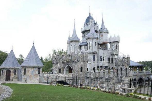 New-build fairytale caste
