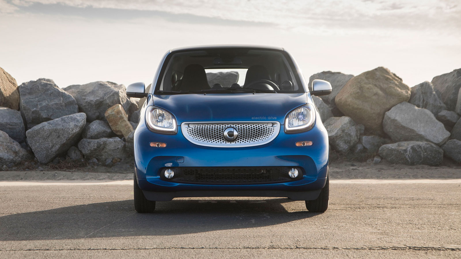 If There S One Viable Use Case For The Smart Fortwo Electric Drive It Might Be Someone Who Lives In Densely Packed Downtown Area But Regularly