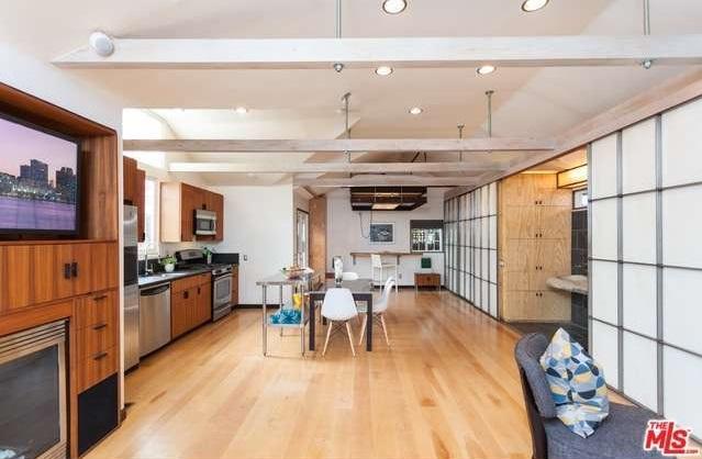 living area vincent kartheiser home
