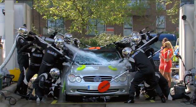 【ビデオ】もしもジェンソン・バトンのピットクルーが愛車を洗車してくれたら?
