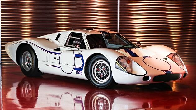 ガレージで長年眠っていたシェルビー「コブラ 427」と、最後に製造されたフォード「GT40 Mark IV」がオークションに