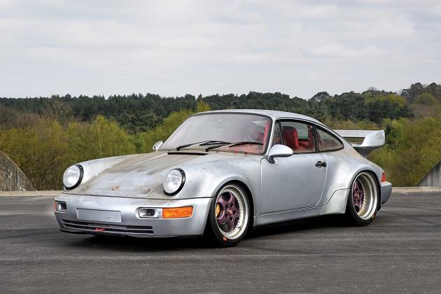 走行距離はたった10km!51台限定の希少な1993年型ポルシェ「911 RSR」がオークションに出品