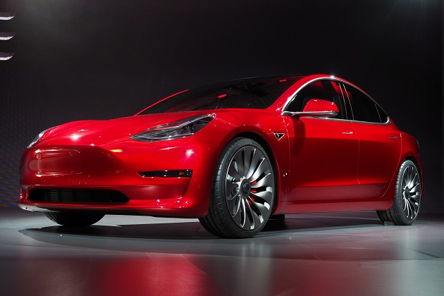 テスラ、「モデル3」に全輪駆動のデュアルモーターを設定 さらなるオプションも用意