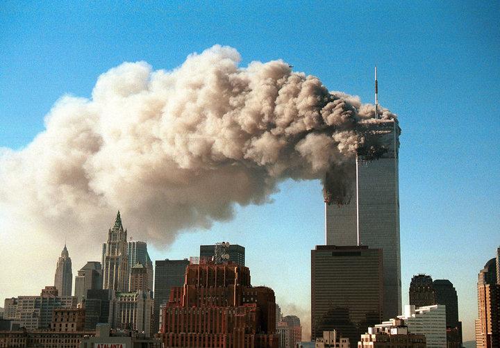 El primer choque ocurre a las 8:46 a.m. cuando el vuelo 11 se estrella contra la torre norte del World...