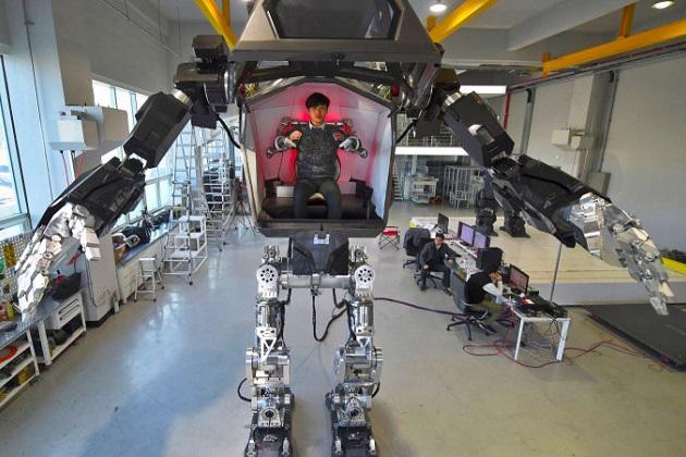 【ビデオ】まるでガンダムの世界! 韓国のロボット・メーカーが有人二足歩行ロボットを開発