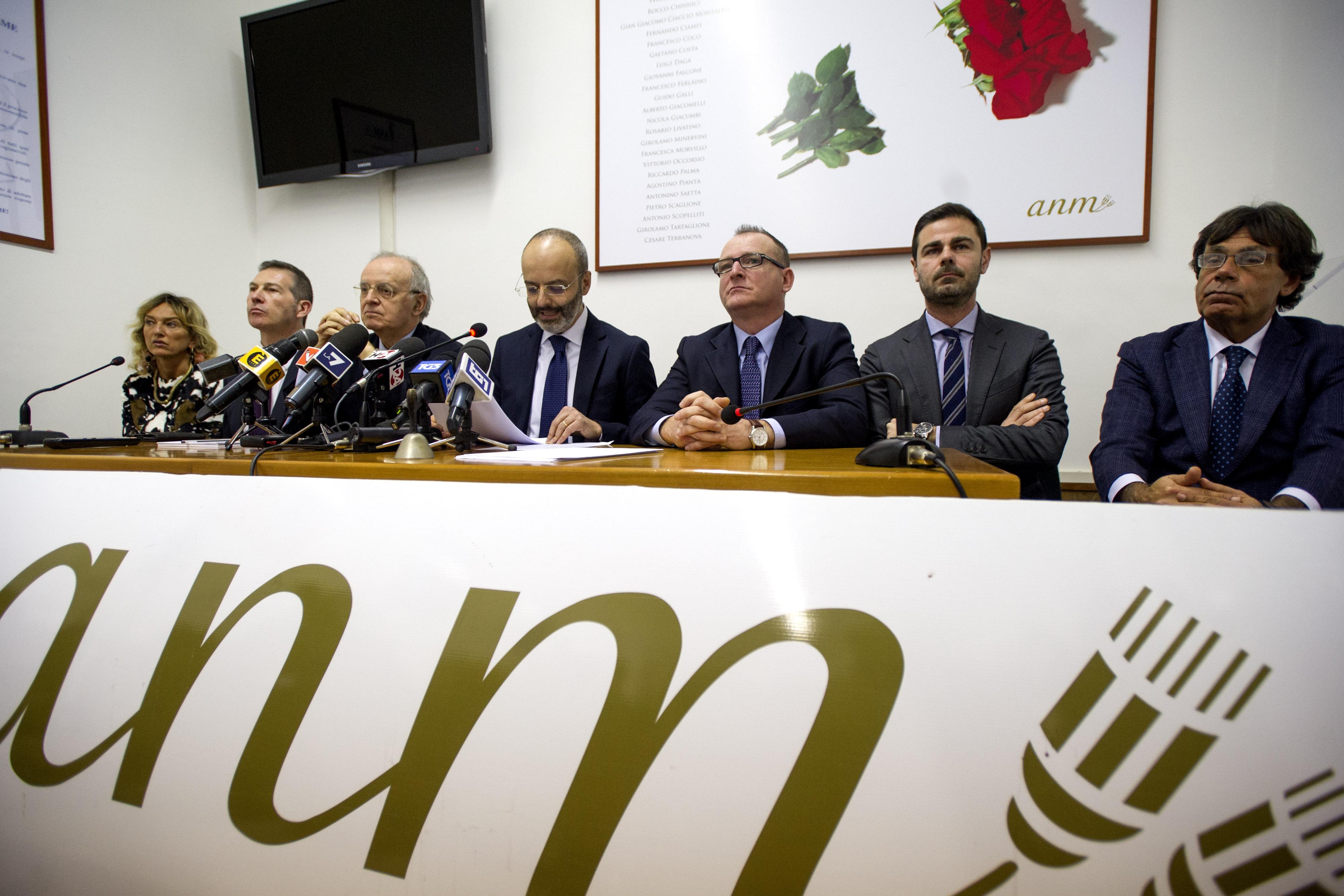 CON LA LEGITTIMA DIFESA SI LEGITTIMA L'OMICIDIO - L'Anm avverte sul