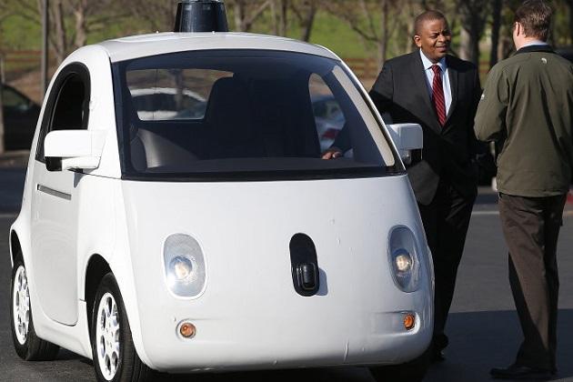 自動運転車の台頭により今後25年で自動車販売数は激減する!?