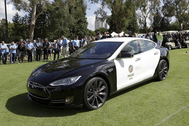 ロサンゼルス市警、テスラ「モデルS」の導入を決定