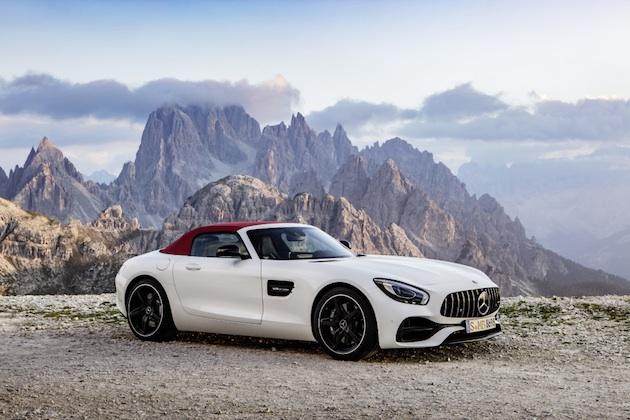 AMG GT Roadster (R 190), 2016; Exterieur: designo diamantweiß bright; Interieur: Leder Nappa Exklusiv schwarz/ red pepper ;Kraftstoffverbrauch kombiniert: 9,4 l/100 km, CO2-Emissionen kombiniert: 219 g/kmAMG GT  Roadster (R 190), 2016; exterior: designo diamond white bright; interior:Nappa leather exclusive black/red pepper; fuel consumption, combined: 9.4 l/100 km; combined CO2 emissions: 219 g/km