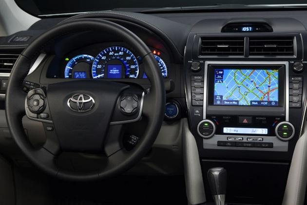トヨタ、車載システムに「Apple CarPlay」や「Android Auto」をあえて導入せず