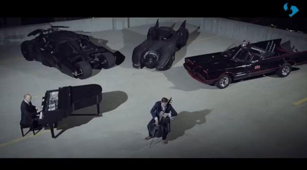 【ビデオ】歴代バットモービルの前でピアノとチェロを演奏