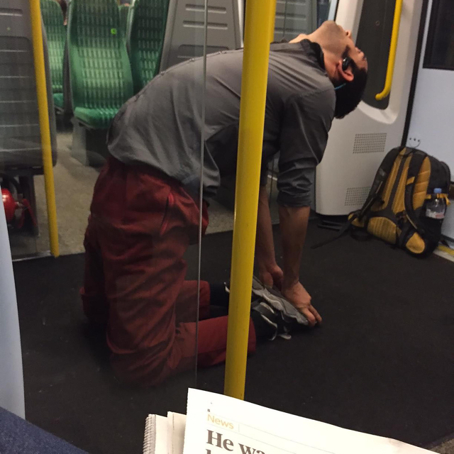 Commuter does 20-minutes yoga session on London train