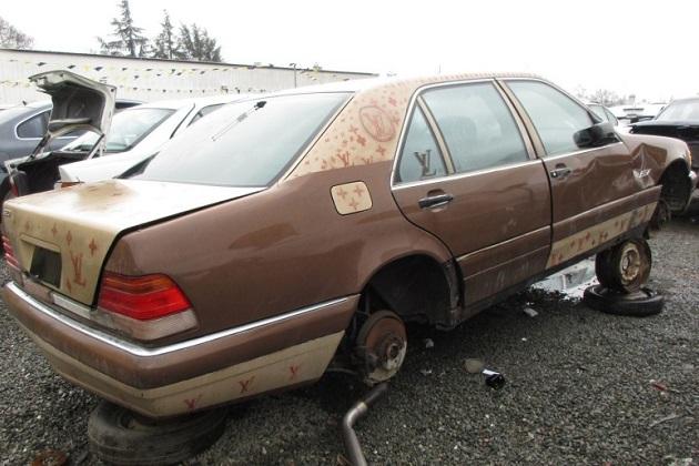 ルイ・ヴィトン仕様(?)の1995年型メルセデス・ベンツ「S320」を廃車置場で発見