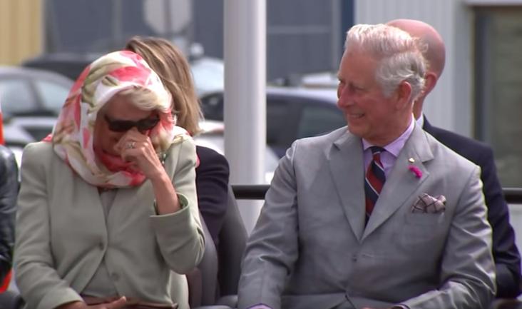 Le prince Charles et la duchesse Camilla ne peuvent s'empêcher de rire et c'est plutôt