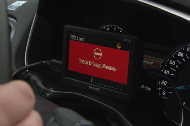 フォード、道路での逆走を警告する新技術を開発