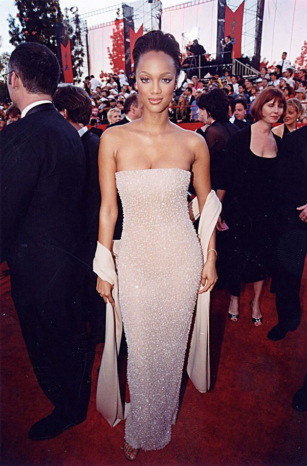 Tyra Banks at the 1998 Academy Awards in Los Angeles. (Photo by Jeff Kravitz/FilmMagic,