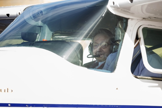 96-year-old war hero pilot has dream fulfilled to fly again