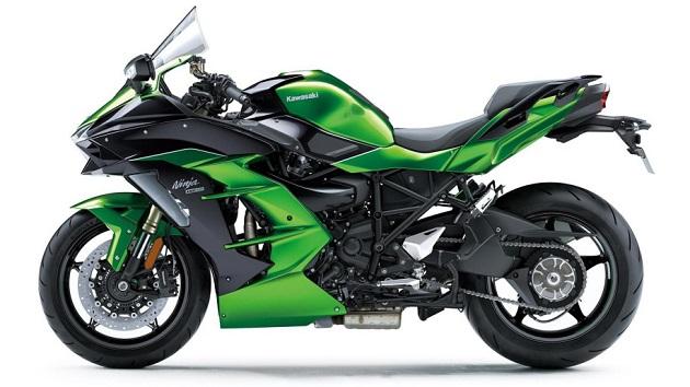 カワサキ、200馬力のスーパーチャージャー付きエンジンを搭載する新型ツーリング・バイク「Ninja H2 SX」を発表