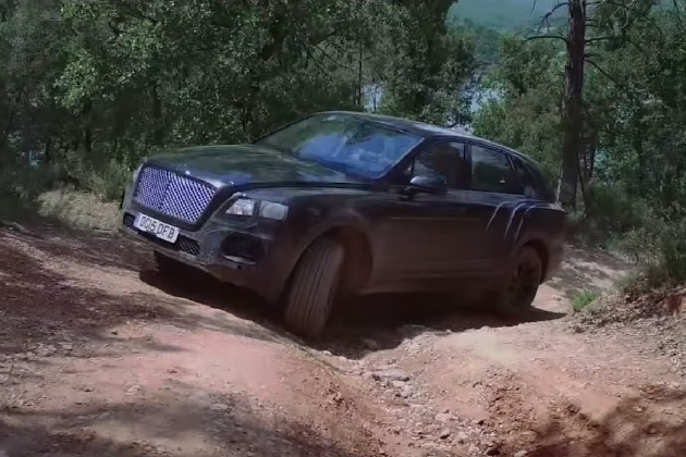 【ビデオ】ベントレーの新型クロスオーバーSUV「ベンタイガ」がオフロードを駆ける!