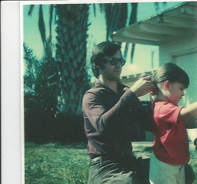 Jenn Carson de niña con su padre, Jim
