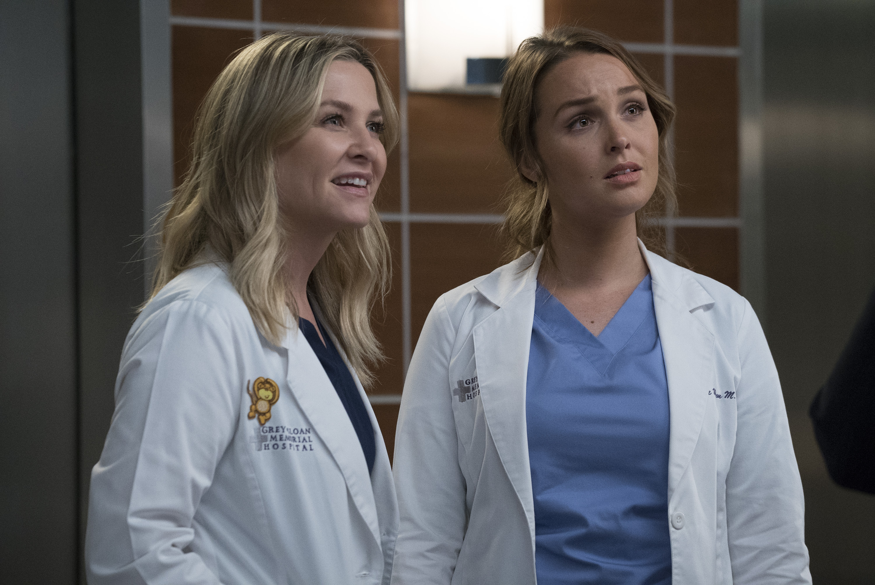 """GREY'S ANATOMY - """"Four Seasons in One Day"""" - Jo finally faces her estranged, abusive husband Paul Stadler, while Grey Sloan continues to work with the FBI after a hacker has compromised the hospital's computer system, on the midseason return of """"Grey's Anatomy,"""" THURSDAY, JAN. 18 (8:00-9:00 p.m. EST), on The ABC Television Network. (ABC/Richard Cartwright)JESSICA CAPSHAW, CAMILLA LUDDINGTON"""