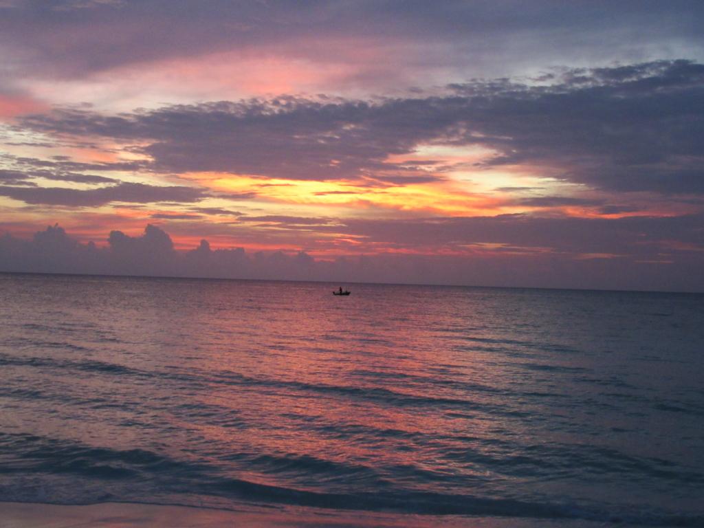 ラーム環礁での夕日