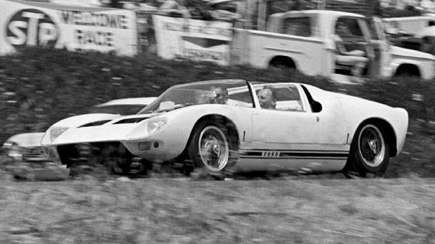 現存する唯一のフォード「GT40 ロードスター」が売出し中! 価格は10億円前後?