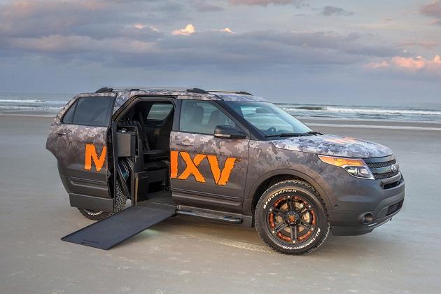 車いすに座ったまま乗り込んで運転も出来る、フォード「エクスプローラー」が登場!